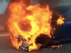 zapalio automobil
